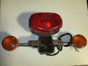 Bremslicht Rücklicht mit Blinkern und Kennzeichenhalter für Suzuki GN 250