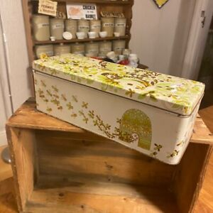 Vintage Long Biscuits / Crackers Tin – Gold & Green – Bees – Retro!