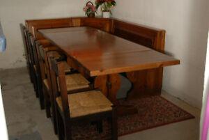 Tisch mit Truheneckbank , 4 Stühle