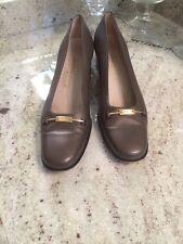 Salvatore Ferragamo Italy Gold Ornament Gray Leather Chunky Heel Pump 9 Aaaa