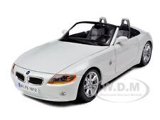 BMW Z4 WHITE 1/24 DIECAST MODEL CAR BY BBURAGO 22002
