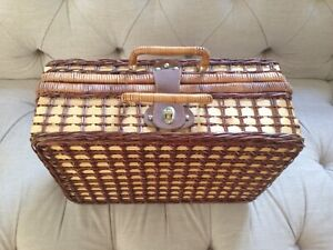 Vintage wicker picnic hamper set case green with plastic plates cups cutlery x4
