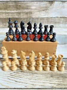 Staunton Boxwood Chess Pieces in Wooden Box - House Martin - Full Set - Small