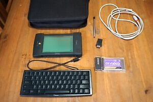 Apple Newton MessagePad 2000 + Extras