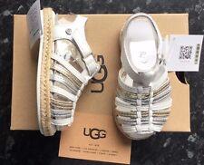 Chicas Ugg Sandalias Gretel Blanco/Dorado/Plateado Tamaño Niños UK 9 Nuevo Y En Caja