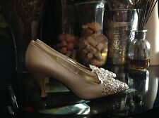 J. Renee  Women's Leather Vintage Beaded Design Beige/Tan Shoes Size 6M