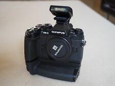 Olympus OM-D E-M1 16,3 MP Digitalkamera - Schwarz inkl. Zubehörpaket