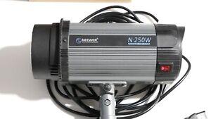 Neewer F250 w Photography Studio Strobe Flash