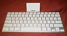 Apple Keyboard Dock A1359 for iPad 1st 2nd 3rd gen iPhone 2,3,4 30-pin connector