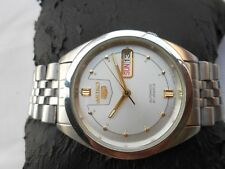 VINTAGE SS SEIKO 5 SEE THROUGH DESIGN SILVER DIAL AUTOMATIC GENTS WRISTWATCH