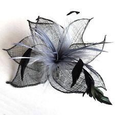 Fascinator Pince à cheveux Fleur Plumes Gris noir Broche épingle Sinamay