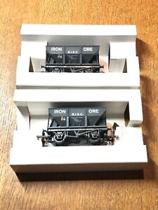 Mainline x2 BISC Iron Ore Hopper Wagon with load OO Gauge VGC