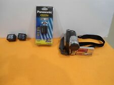 Hitachi DZ-HS300A DVD HYBRID CAMCORDER,(COMES WITH 3 BATTERIES)!