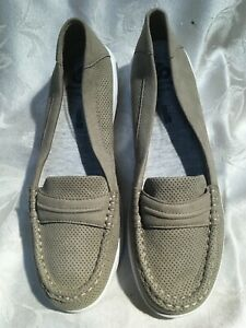 Clarks Cloud Steppers Women's New Beige Loafers Size 7.5/38