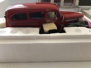 Danbury Mint 1946 Chevrolet  Suburban 1:24 Red
