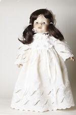 United Porcelaine Baby-doll Allongé Sur Oreiller Plays Musique Robe Rose Ds237 Poupées Mannequins, Mini