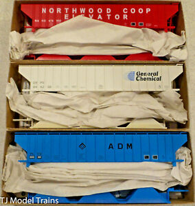 Accurail HO #8114 Pullman Standard Covered Hoppers