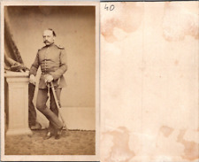Homme en uniforme militaire en pose, circa 1865 CDV vintage albumen -  Tirage