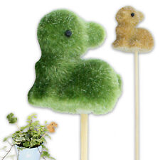 Osterhase aus Kunstgras mit einem Blumenstecker im 12er-SET in grün + hellbraun
