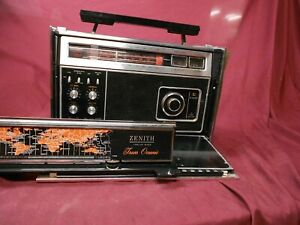 Zenith R7000 multi band portable radio.