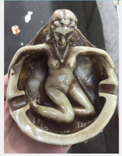 Chinese beauty bathing ashtray situation