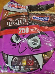 """NEW Adult Halloween Candy """"Halloween 250 pieces Brand new sealed bag !"""