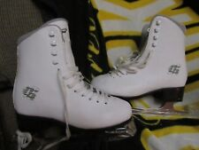 CCM Winter Club girls ladies figure ice skates Size 5 white