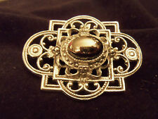 Ornate Design Lattice Brooch F2-Br031 Beautiful Vintage Antiqued Texture Silver