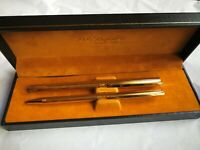 stylo plume or 18K St Dupont Paris parure de deux stylos à cannelures plaqué or