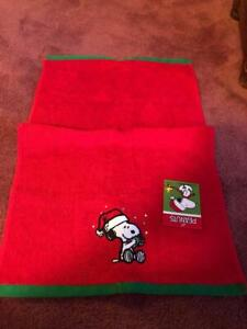 CHRISTMAS PEANUTS SET OF 2 HAND TOWELS 16IN.X 26IN. - NEW.