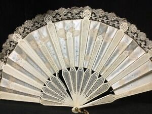 STUNNING SILK AND LACE HAND FAN