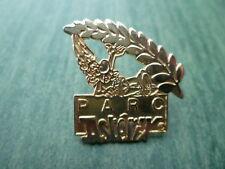 PIN'S Astérix  doré pour le Parc ASTERIX - Uderzo et Goscinny 1991