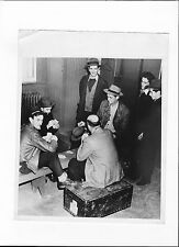 1945 PRESS PHOTO HORSE RACING BAN  WORKERS  PLAY CARDS BEFORE LEAVING NEW ORLEAN