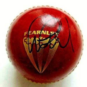 """ENGLAND AND ESSEX CAPTAIN AND 'OBE' GRAHAM GOOCH """"SIGNED"""" CRICKET BALL"""