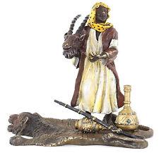 Wiener bronce árabes personaje Vienna bronce cazador a beduino piel de oso pintado mano