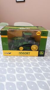 BRITAINS FARM TOYS 42897 JOHN DEERE 9560RT TRACTOR  ( NEW IN BOX )