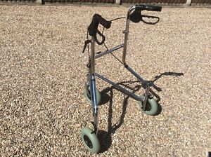 3 wheel mobility walker With Brakes In Chrome