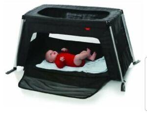 phil&teds Traveller Portable Crib in Black