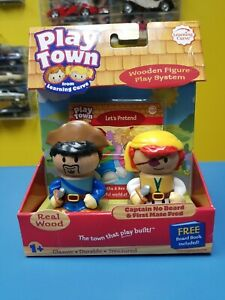 PLAY TOWN CAPTAIN NO BEARD & FIRST MATE FRED WOOD FIGURE WITH FREE BOOK NEW