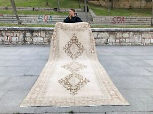 NEUTRAL OUSHAK HANDMADE VINTAGE TURKISH TRIBAL RUG LOW PILE SOFT WOOL RUNNER RUG