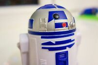 STAR WARS - R2D2 with wheels Clone Wars Mcdonalds Happy meal Sealed 2008 9.5x5cm