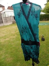 SOO LEE PRE LOVED LONGER LENGTH  TUNIC TOP GREEN/BLUE WITH FLORAL PRINT