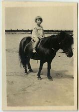 PHOTO ANCIENNE -FILLE ANIMAL CHEVAL PROMENADE PONEY -GIRL HORSE-Vintage Snapshot