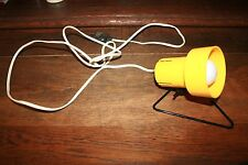 VINTAGE'80 PETITE LAMPE NOMADE JAUNE AVEC SUPPORT A ACCROCHER OU POSER