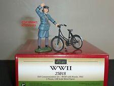 Britains 25018 RAF Royal Air Force WAAF con Bicicleta Metal Figura Soldado De Juguete