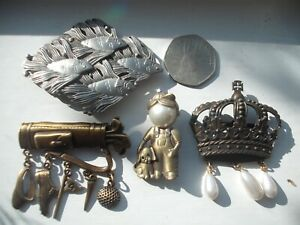 JJ VINTAGE BROOCHES x 4  ASSORTED SEE PICTURES