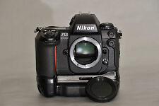 Nikon F100  mit Powergriff MB-15 - neuwertiger Top-Zustand - voll funktionsfähig