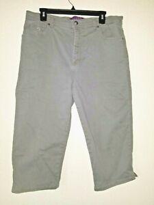 Comfy GLORIA VANDERBILT Amanda  Size 16 Misses Capri Pants w/pockets Olive Green