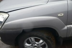 2006 KIA SPORTAGE PASSENGERS SIDE LEFT FRONT WHEEL ARCH TRIM - SATIN SILVER (S6)