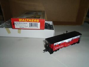 WALTHERS #932-4366 BAY WINDOW CABOOSE - NICKEL PLATE ROAD #400 (LIGHTED) HO
